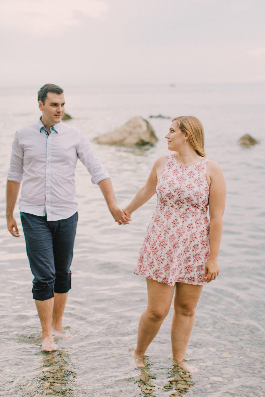 zarocno fotografiranje ob morju_seaside tuscany olive tree engagement couple session (22)